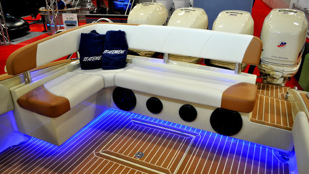 Available L-shaped aft seat with elevated backrest. Available on the Statement 35 and 38 center console outboard models.